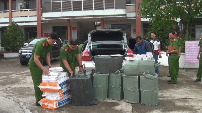 Bắt giữ đối tượng vận chuyển 15.600 gói thuốc lá ngoại