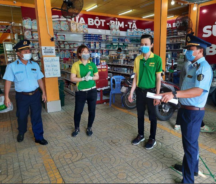 Cục Quản lý thị trường tỉnh Long An, kiểm tra, giám sát hoạt động kinh doanh hàng hóa thiết yếu tại các cửa hàng tiện lợi, siêu thị