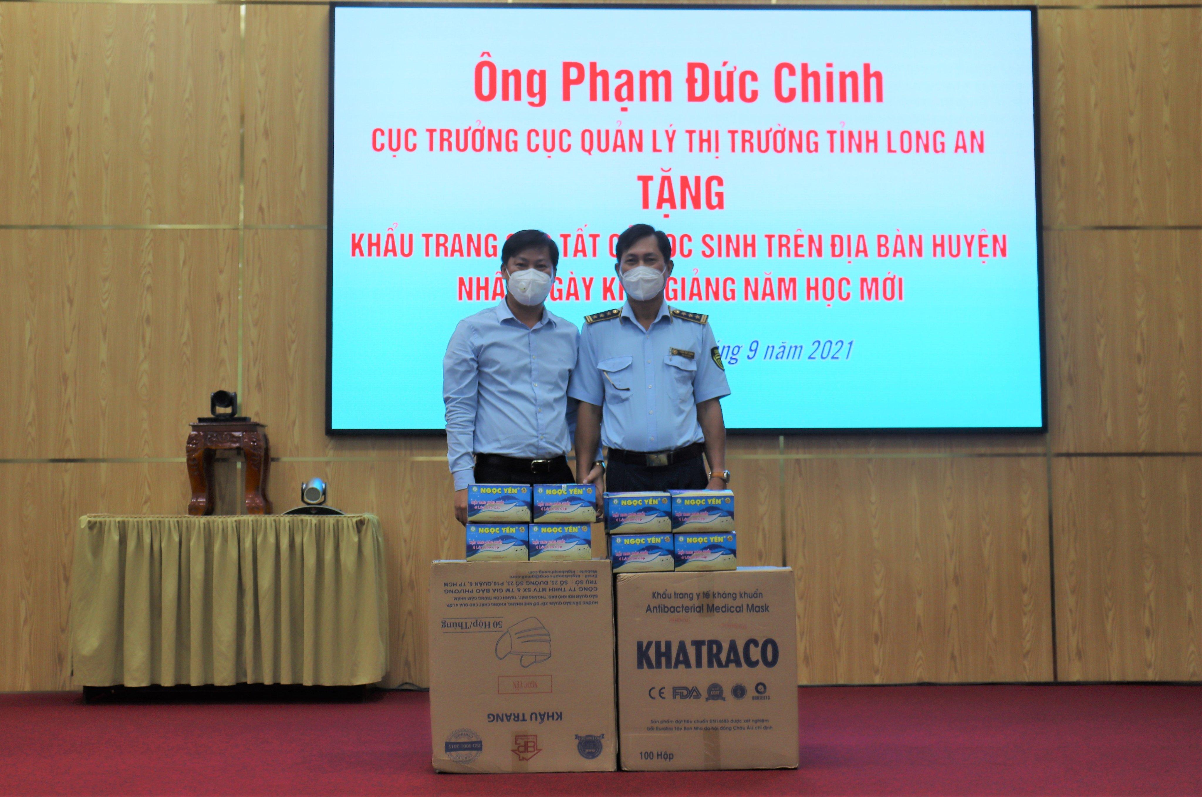 Tặng 30.000 khẩu trang y tế cho học sinh nhân ngày khai giảng năm học mới